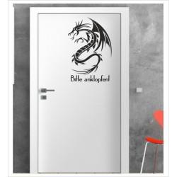Drache - Bitte anklopfen Wandaufkleber Aufkleber Tür Zimmer Schriftzug Dragon Tattoo